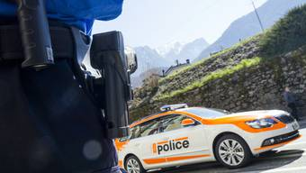 Die Kantonspolizei erwischte einen Raser mit 225 km/h. Dem Temposünder droht eine Freiheitsstrafe von mindestens einem Jahr und eine hohe Geldstrafe. Sein Führerschein wurde entzogen. (Symbolbild)