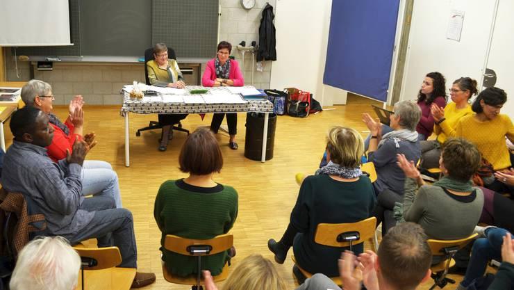 Marlis Furrer und Ursula Sinniger-Mangold leiten durch die Generalversammlung