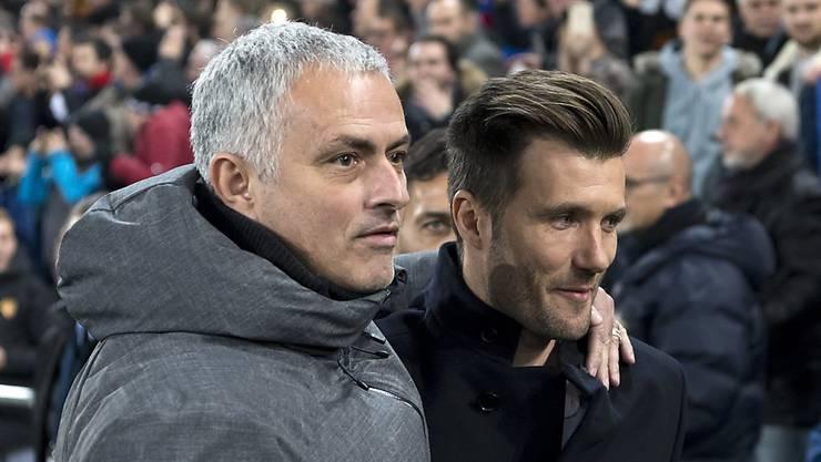 José Mourinho muss seinem Trainerkollegen Raphael Wicky zum Sieg gratulieren