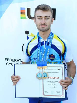 Der KIBAG-BNP-Costelo Fahrer Blerton Nuha mit Gold und Silber im Kosovo bei der Meisterschaft
