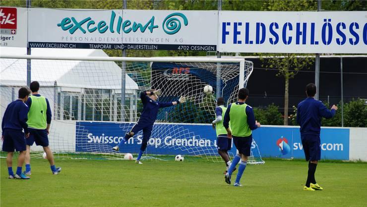 Der FC Grenchen bereitet sich im Training auf das wichtige Spiel vor.