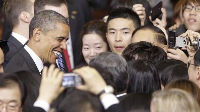 US-Präsident Obama inmitten von südkoreanischen Studenten
