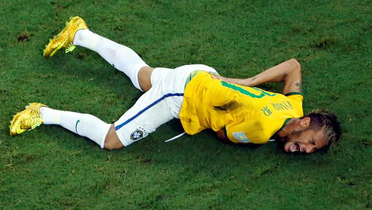 Neymar schreit vor Schmerzen
