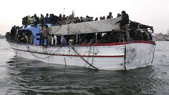 Überladenes Flüchtlingsboot