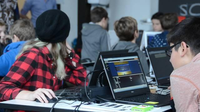 Einblick in die Programmier-Session für Schüler.