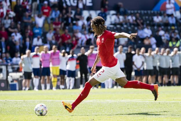 Wolfsburg-Neuling Kevin Mbabu hat mit dem Brasilianer William einen starken Konkurrenten, ob er sich auf der rechten Aussenbahn durchsetzen kann, wird sich zeigen.