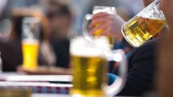 Zukünftig erhalten Aargauer Gemeinden mehr Kontrolle über den Kleinhandel mit Spirituosen. Der Grosse Rat hat die neue Regelung klar angenommen.
