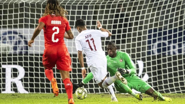 Da ist der Ball drin. Kurz vor Schluss schiesst Katar das 0:1. Und das nicht unverdient.