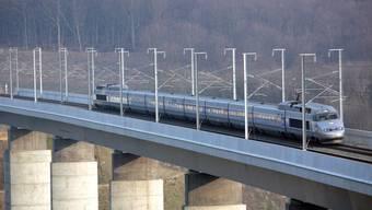 Schön und schnell, aber nicht mehr konkurrenzfähig – TGV bei Metz.