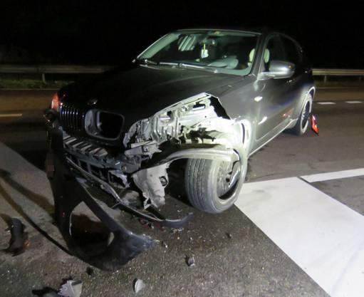In Eiken ist es zu einem Verkehrsunfall gekommen. Nach der heftigen Kollision wurden ein junger BMW-Fahrer (18) und sein Beifahrer zur Kontrolle ins Spital gebracht.