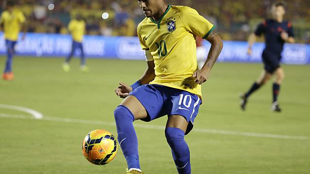 Neymar führte Brasilien als Captain auf das Spielfeld