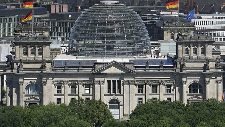 Im deutschen Bundestag hätte eine Grosse Koalition laut einer Umfrage wieder eine Mehrheit. (Archivbild)