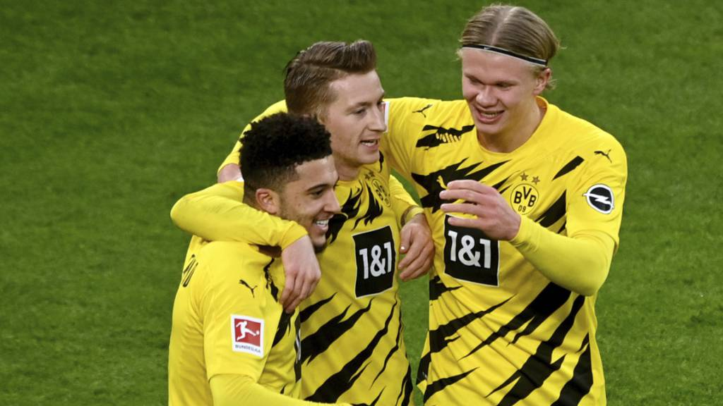 Erleichterung bei Jadon Sancho, Marco Reus und Erling Haaland: Der BVB hat das Siegen nicht verlernt.