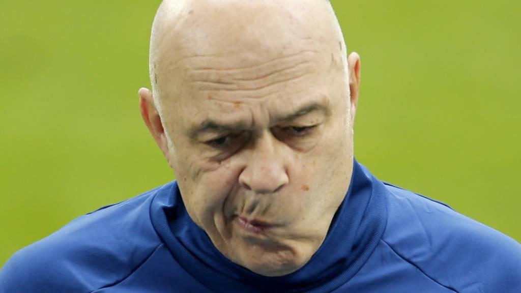 Nachdenklicher Christian Gross. Kann er im Abstiegskampf mit Schalke noch etwas ausrichten?