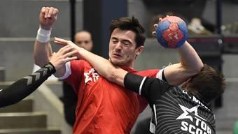 Claudio Vögtli (M.) sicherte dem TV Endingen mit seinem Ausgleich eine Sekunde vor Schluss einen Punkt gegen den RTV Basel.