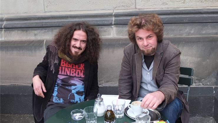 Daniel Kissling (links) und René Frauchiger (rechts) geben in ihrem Literaturmagazin «Narr» jungen Schweizer Autoren eine Plattform.