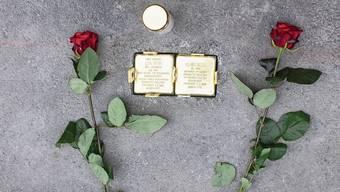 Die neu geschaffenen Stolpersteine im Gedenken an die beiden Zürcher Holocaust-Opfer Lea und Alain Berr.