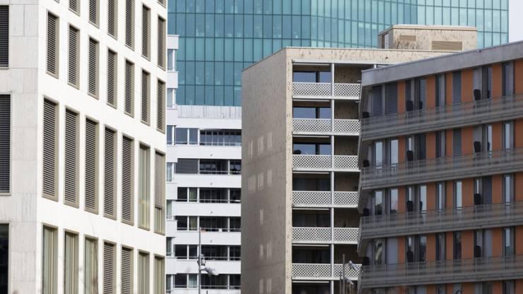 Mieterinnen und Mieter können sich freuen. Das Bundesamt für Wohnungswesen (BWO) hat den Referenzzinssatz für Wohnungsmieten auf 1,25 Prozent gesenkt. Es darf mit tieferen Mieten gerechnet werden.(Symbolbild)