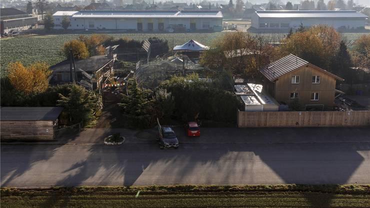 Der Tierpark von René Strickler, die Wiese, das Areal mit den zwei Hallen und der angrenzende Zwischenraum vor den Wohnbauten gehören alle nicht mehr zur Industrie- und Gewerbezone, sondern neu zur Arbeitszone. Die einzelnen Areale sind aber verschiedenen Lärmempfindlichkeitszonen zugeordnet.