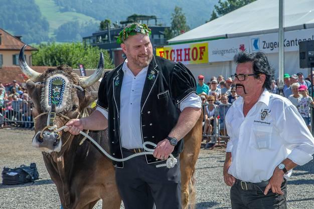 Am Stierenmarkt in Zug Anfang September 2019 hat sich Kolin, geführt von Schwingerkönig Christian Stucki, vorbildlich verhalten.