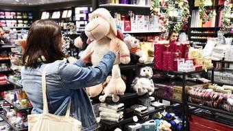 Reporterin Kelly Spielmann beim Sonntagsverkauf. (Themenbild)