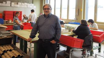 «Ich will Kündigungen à tout prix verhindern»: Jean-Paul Schnegg, Geschäftsleiter der Stiftung MBF, in der Verpackung der geschützten Werkstätte.