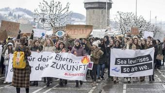 Waadtländer Schüler wurden mit Note 1 bestraft, weil sie eine Prüfung verpassten. Im Bild: Klimastreik in Luzern.