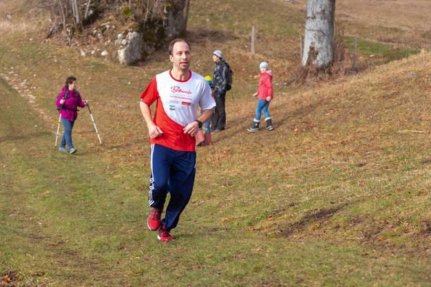 Um die 50 Läuferinnen und Läufer sowie 15 Wanderer nahmen am Silvesterlauf teil