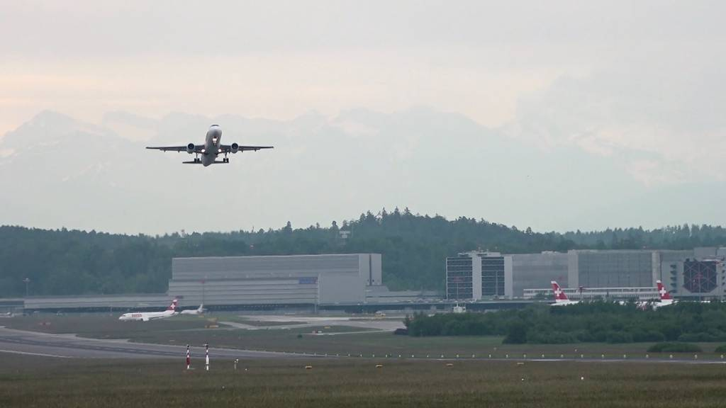 Flughafen Zürich: Zürcher Regierung will zwei Pisten verlängern