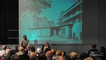 Landi-Präsident Andreas Schüpbach stellt in Merenschwand das auf 11 Mio. Franken veranschlagte Neubauprojekt vor. Toni Widmer