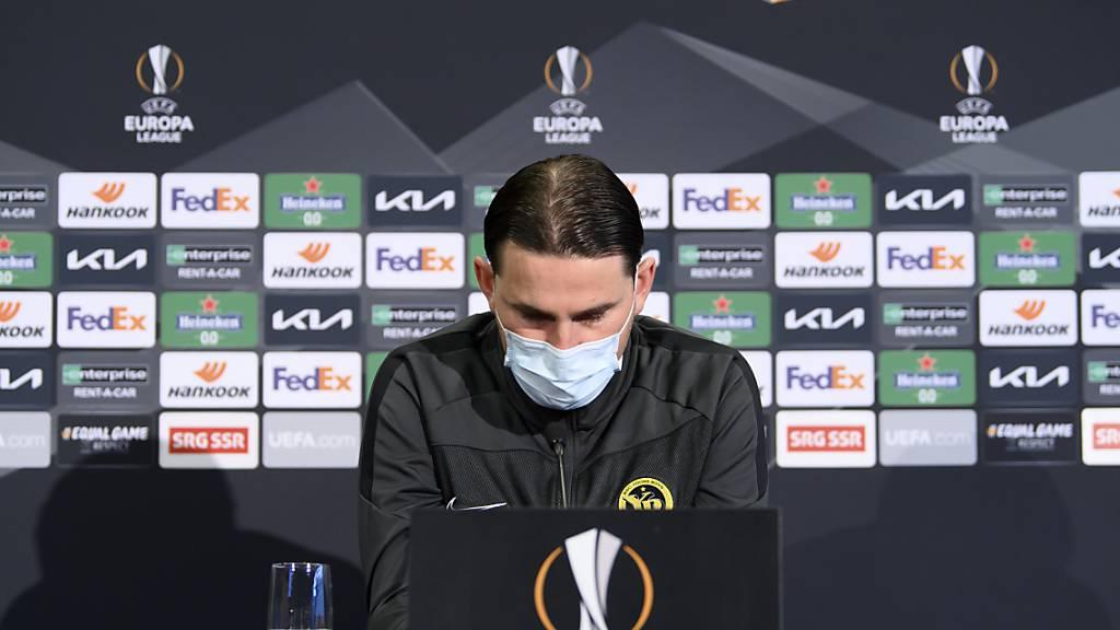 Dieses Setting könnte in der Schweiz bald in Vergessenheit geraten: YB-Coach Gerardo Seoane vor der Kulisse der Europa League