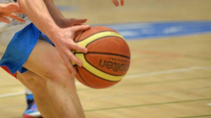 Das Basketballteam der Alten Kanti Aarau siegte gegen Meyrin.
