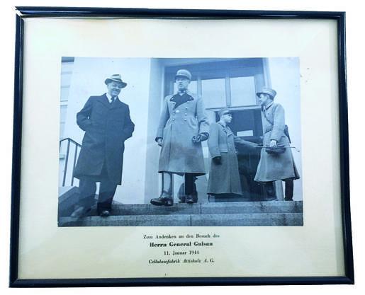 Aus dem Fotoarchiv der Cellulosefabrik Im Januar 1944 war mit General Henri Guisan hoher Besuch im Attisholz.
