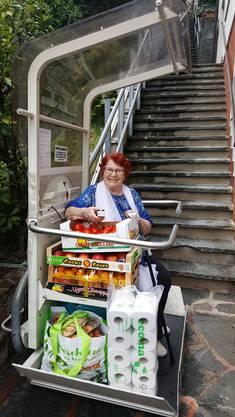 Delfina Ricci mit dem Einkauf aus Como.