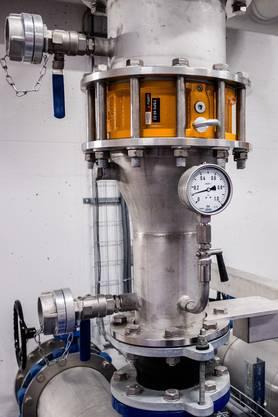 Die ARA in Reinach ist eine Grossbaustelle uns wird ausgebaut, Kapazität verdoppelt. Die neue Anlage ist in Betrieb, jetzt wird die alte ausgebaut und saniert. Ebenso wurden ein neue Faulturm gebaut und eine Filteranlage mit Ozonierung am Schluss der linie angehängt. Die ARA des Abwasserverbandes Oberwynental wird ausgebaut und saniert. Neu: Biogasgewinnung, 4 Filterstufe mit Ozonierung, Klärschlammtrockung Armatur in der Filteranlage