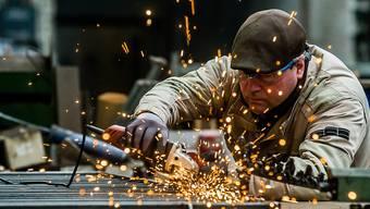 Die grossen Exportbranchen wie die Metall-, die Maschinen- und die Präzisionsindustrie seien relativ stabil geblieben. (Symbolbild)