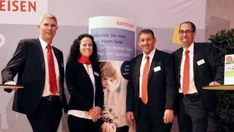 Erstmals gab es an der GV der Raiffeisenbank Untergäu einen Messestand. Die Bankberater (v.l.) Heinz Nützi, Daniela Frey, Marco Peduzzi und Sascha Kamber.