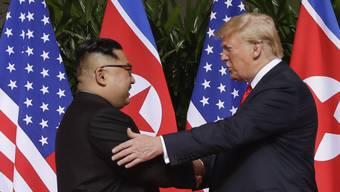 Nordkoreas Machthaber Kim Jong Un will die Gespräche mit US-Präsident Donald Trump über das Atomwaffenprogramm seines Landes fortsetzen - er droht den USA am Dienstag aber gleichzeitig. (Archivbild)