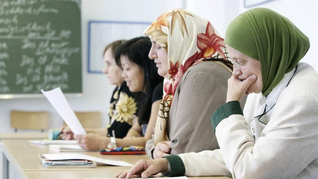 Die Integration von Ausländerinnen und Ausländern soll stärker gefördert werden. (Symbolbild)