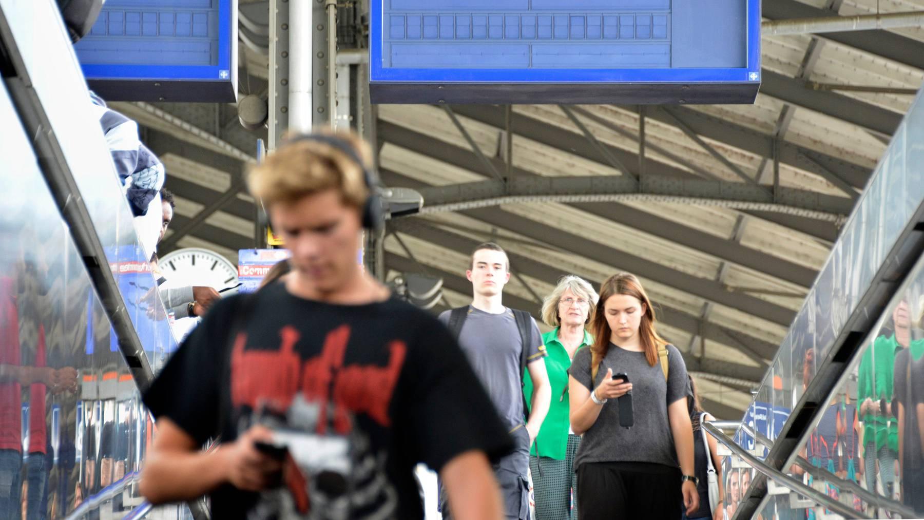 Wer mit über einer Stunde Verspätung an seinem Reiseziel ankommt, hat ab 2021 neu auch in der Schweiz Anspruch auf eine Entschädigung.