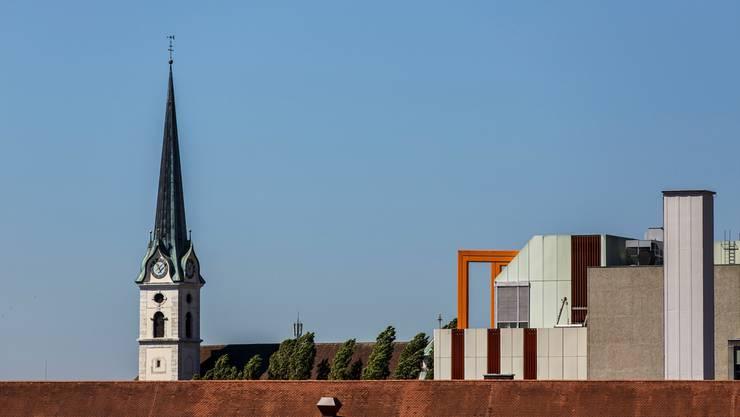 Mitten im Zentrum, wo sich andernorts Kathedralen erheben, stehen in Grenchen Industrieareale. Das ist symptomatisch für die Stadt, in der 60 Prozent an der Werkbank arbeiten. In Solothurn und Olten sind es gerade einmal 13 Prozent.