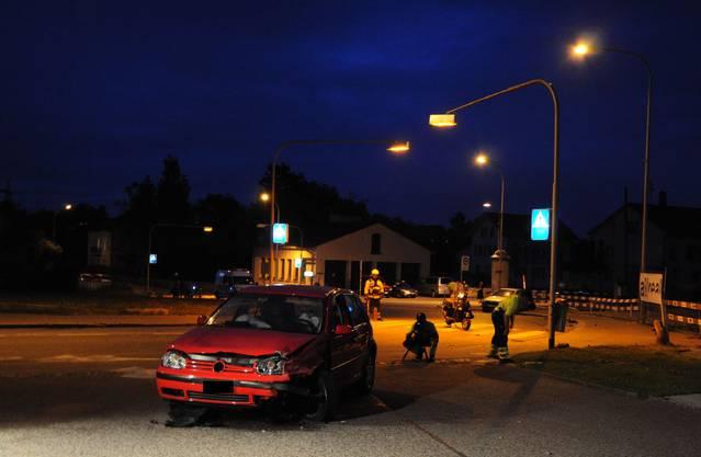 Warum der VW Golf, Richtung Aarau fahrend, auf die Gegenfahrbahn kam, ist noch unklar