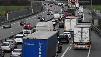 Der Nationalrat hat drei Nationalstrassenprojekte beschlossen, die das Bundesamt für Strassen nicht geprüft hat. (Symbolbild)