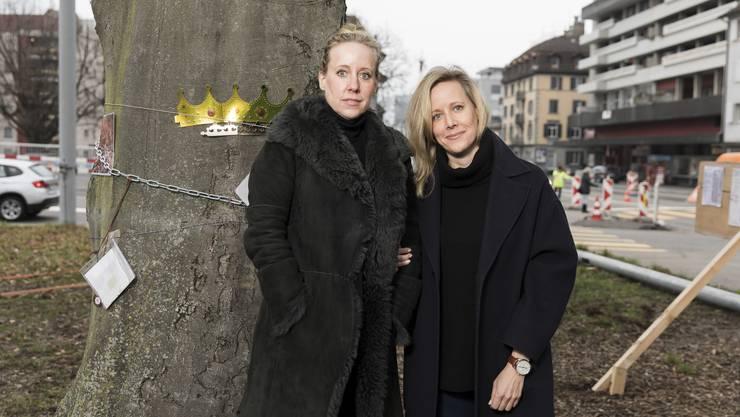 Die Schwestern Lilian Hagen und Susanne Porchet sammelten rund 4700 Unterschriften für den Verbleib der Buche im Schlieremer Zentrum.