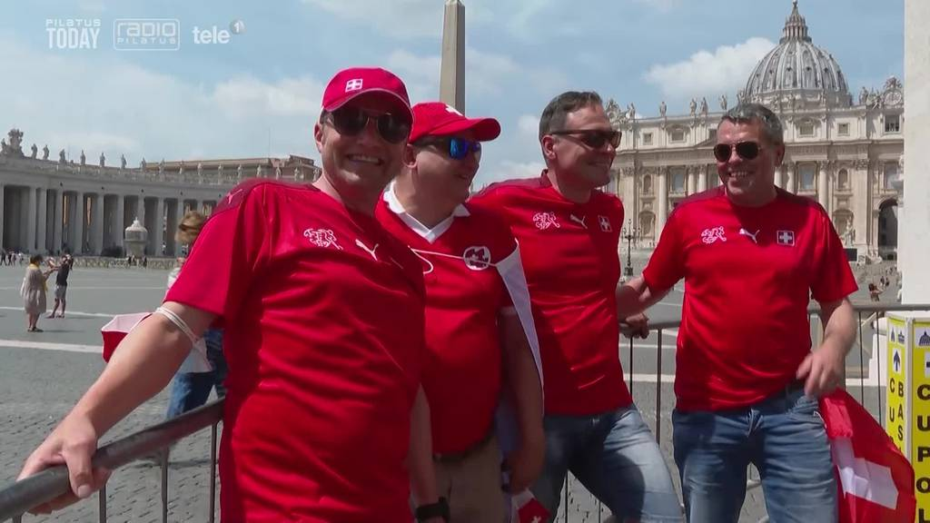 «Hopp Schwiz» – Schweizer Fans hoffen auf Tor von Embolo