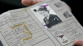 Pass mit J-Stempel: Die Schweiz liess viele Juden nicht ins Land - für die meisten bedeutete dies der sichere Tod
