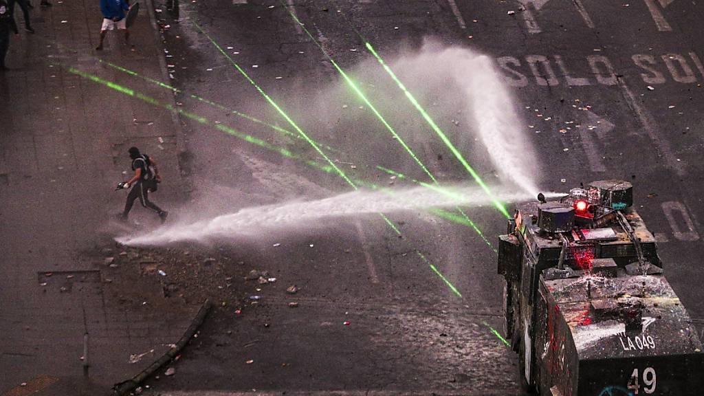 Ausschreitungen bei Massenprotesten in Chile