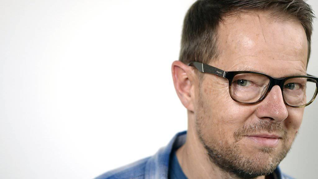 """Autor und Kabarettist Bänz Friedli geht mit den Gegnern des Geldspiel-Gesetzes hart ins Gericht. Er hält den Vorwurf der Staatszensur für """"polemisch und dumm"""". (Archivbild)"""