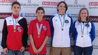Die vier Kategoriensieger der Einzelwertung: (von links) Laurin Stäuble (U15 liegend frei), Chiara Bianchi (U15 liegend aufgelegt), Geri Zoller (U21) und Saskia Zoller (U17).