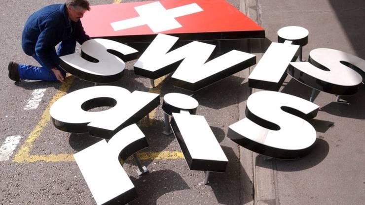 Ein Mythos liegt am Boden: Nach dem Grounding der Swissair musste Liquidator Karl Wüthrich das Firmengeflecht von 260 Gesellschaften entwirren und mit dem Verkauf der einzelnen Gesellschaften möglichst viel Geld herausholen. (Archiv)